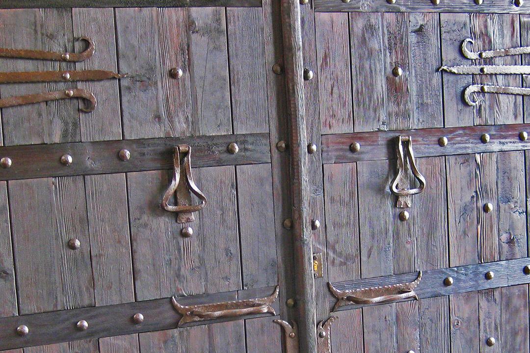 herrajes artesanales puertas